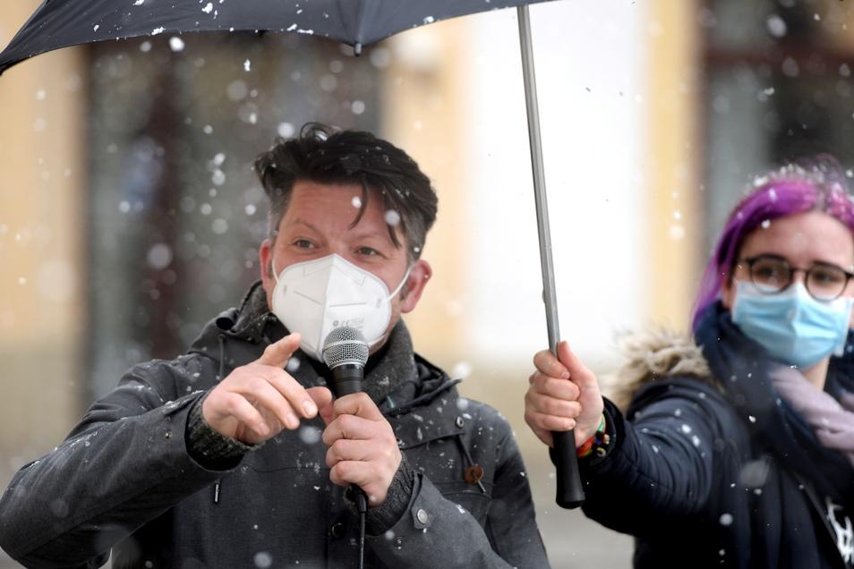 Auch Zittaus Oberbürgermeister Thomas Zenker sprach zu den Klima-Aktivisten auf dem Marktplatz.