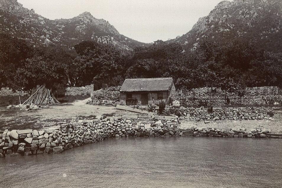 Im Hinterland Tsingtaus erhebt sich das Lauschangebirge. Die Deutschen machten daraus ein Wanderrevier mit markiertem Wegenetz.