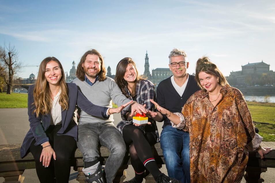 Das Palais Sommer-Team stellt sein neues Projekt vor: Annika Becher, Michael Claus, Laura Hoyer, Jörg Polenz und Katherina Härtel planen ein Festival in der Flutrinne.