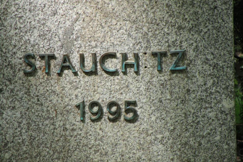 Auch an dieser Stele fehlt ein Buchstabe der Inschrift.