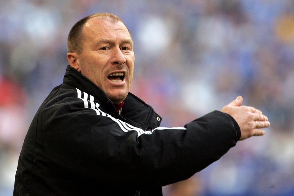Lok-Trainer Wolfgang Wolf bereitet seine Leipziger Mannschaft jetzt bestmöglich auf die Relegation vor.