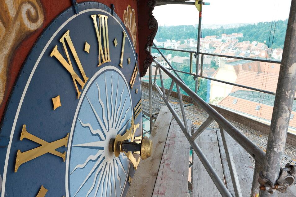 Die Turmuhr ist bei der Sanierung des Rathausturmes im Jahr 2012 aufgearbeitet worden.