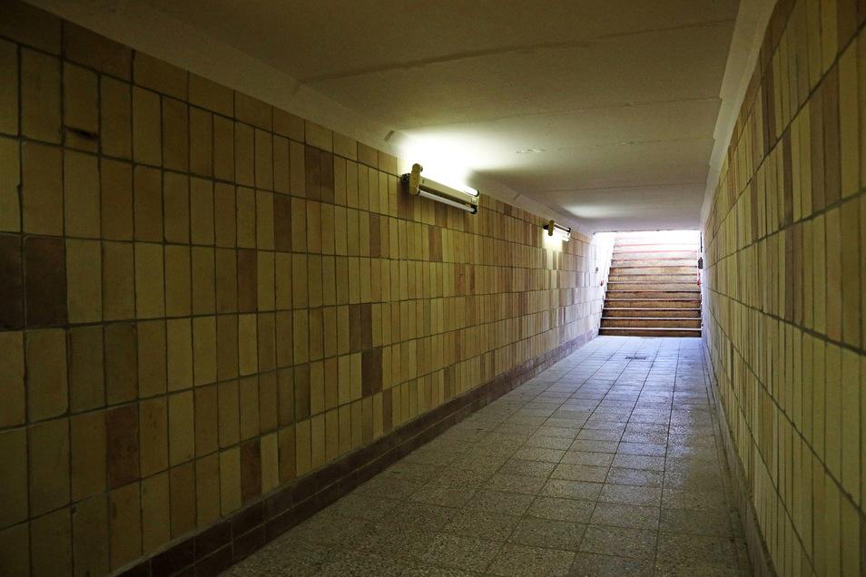 Blick in den Spielertunnel. Vor der Ideenrunde gab es noch einen Rundgang und einen historischen Abriss zum Stadion.