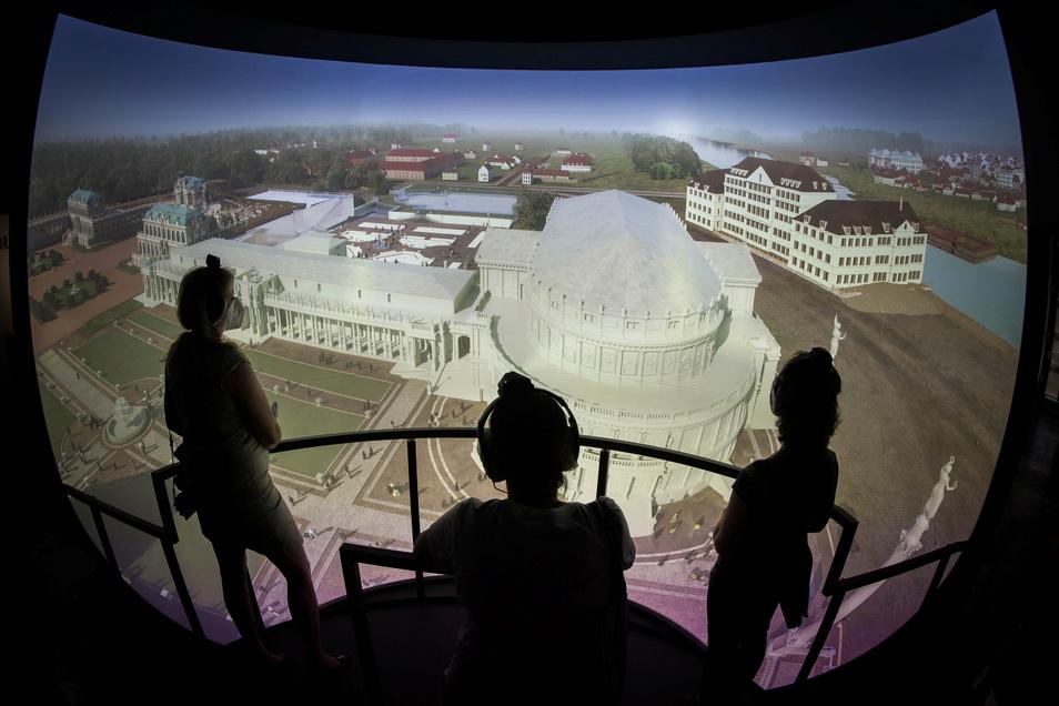 Wie in einem Ballon fliegen die Besucher der neuen Multimedia-Ausstellung durch die Baugeschichte des Zwingers. Zu sehen sind auch Bauideen, die nicht realisiert wurden.