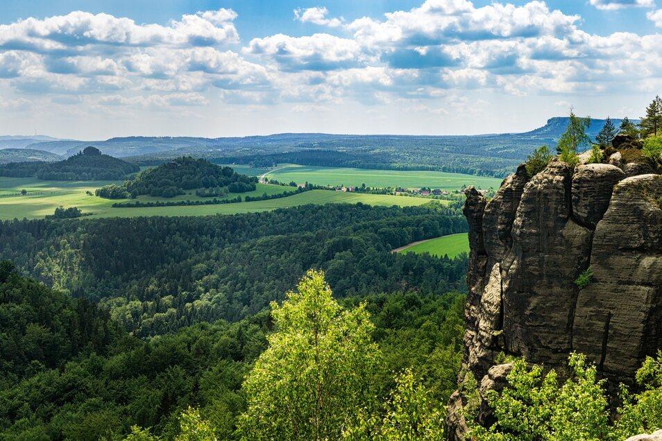 Immer eine Reise wert: die malerische Sächsische Schweiz. In den Sommerferien gilt hier mittwochs eine Familientageskarte für eine Zone im ganzen Verbundgebiet.