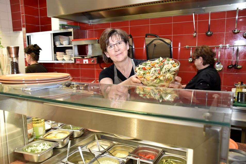 """Kathrin Hauke bietet in ihrer """"Ziegelwirtschaft"""" leckere Gerichte an. Eine weitere Schließzeit will sie besser nicht erleben."""