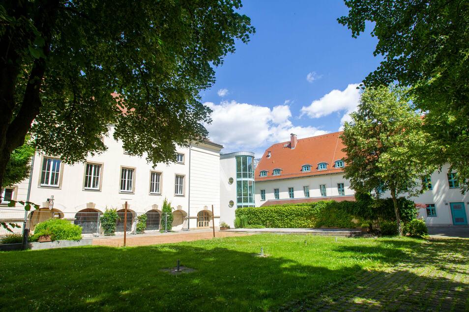 """Bowlingbahn und Kneipe """"Die Kugel"""" in Neustadt sind wieder ausgeschrieben."""