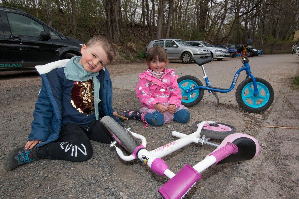 Kjell und Emmy aus Freiberg haben den Maifeiertag mit ihren Eltern in Döbeln verbracht. Die beiden hatten sichtlich Freude am Ausflug – trotz aller Einschränkungen.