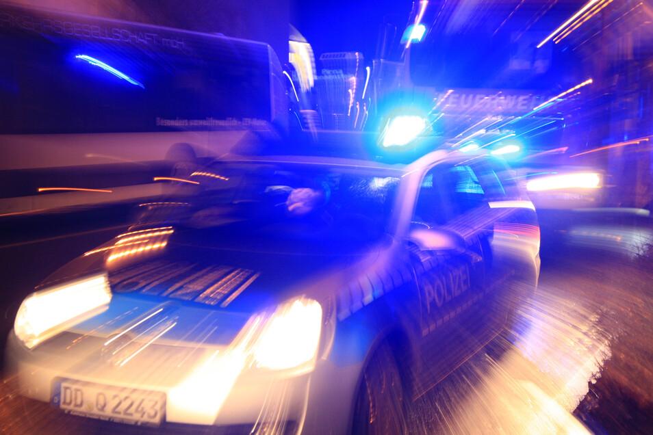 In der Nacht zum Mittwoch hat die Polizei zwei Männer festgenommen, die einen Busfahrer angegriffen haben sollen.