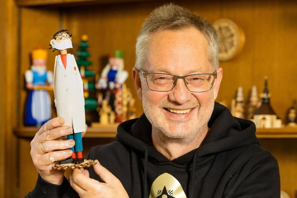 Tino Günther und sein Mini-Drosten.