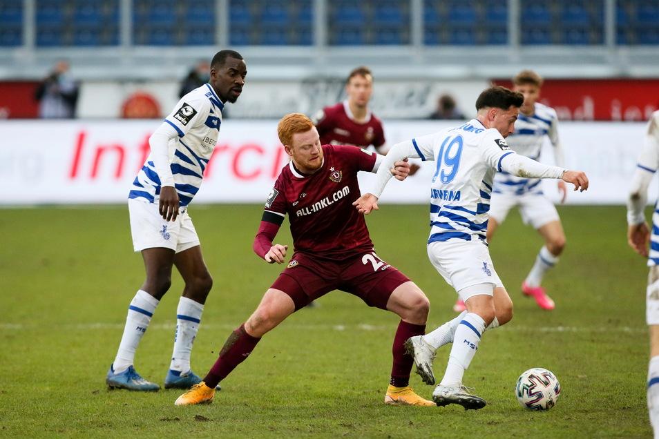 """Dynamos Paul Will (Mitte) musste wie alle anderen länger auf das Rückspiel gegen die """"Zebras"""" des MSV Duisburg warten. Am MIttwoch wird es nun nachgeholt."""