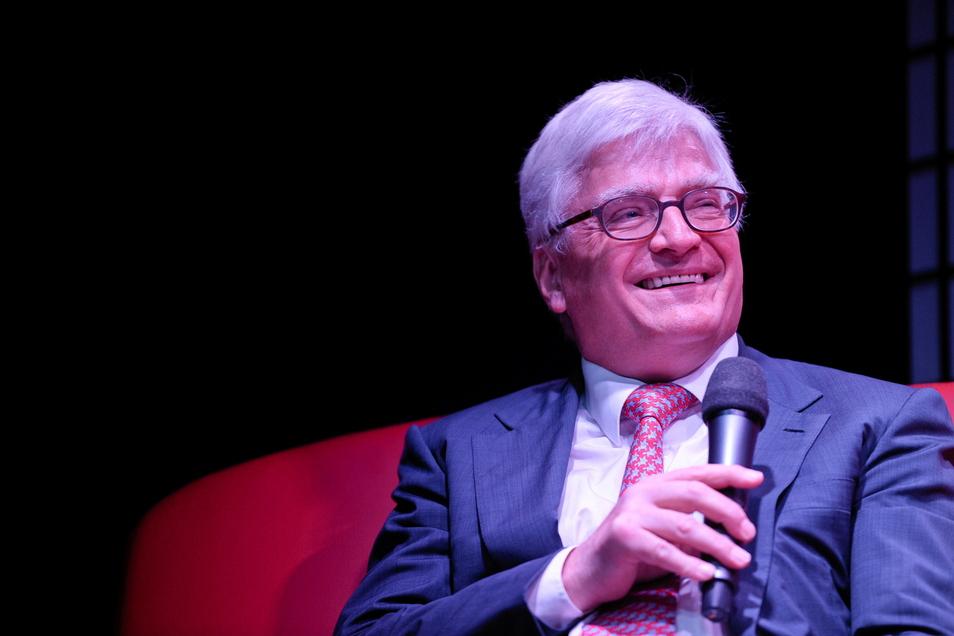 Winfried Stöcker beim Gespräch in Görlitz: Ein Verfahren von zwei wegen seines umstrittenen Impfstoffes wurde eingestellt.