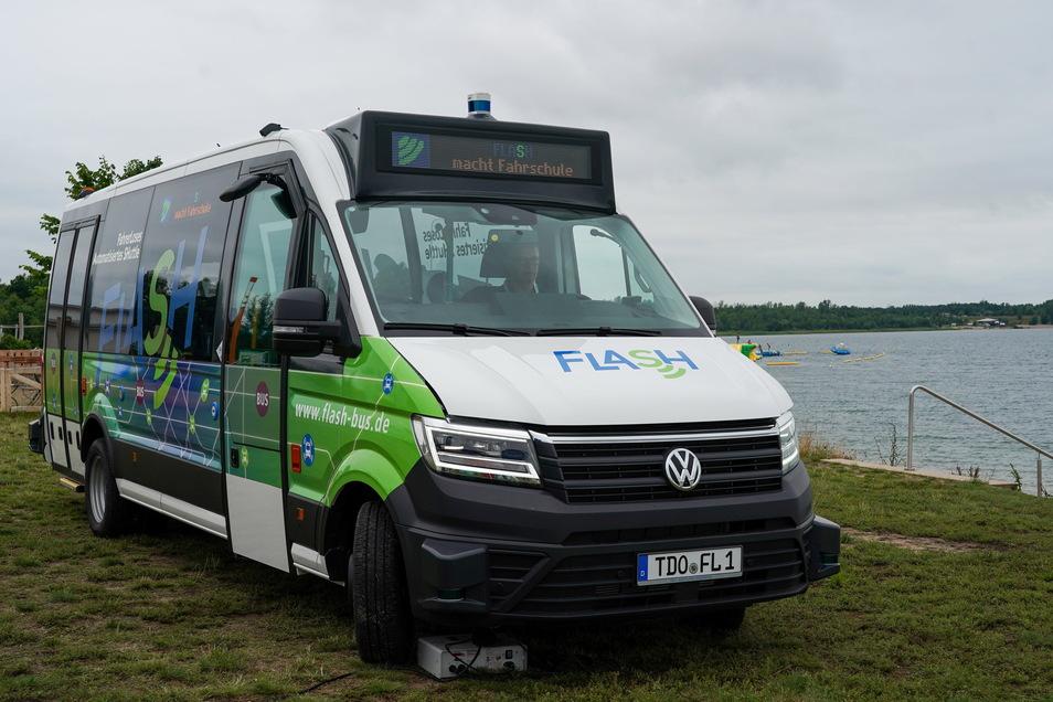 Der Bus verkehrt vorerst im Testbetrieb zwischen dem Bahnhof Rackwitz und dem Schladitzer See. Ab kommendem Jahr mit Fahrgästen.