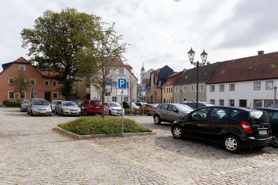 Auf der Neumarkt in Bischofswerda sind am 21. August einige Stellflächen gesperrt.