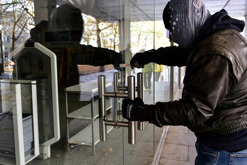 Drei Optikergeschäfte sind ins Visier von Einbrechern geraten.