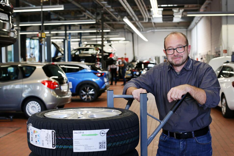 Gunnar Raphelt ist der Serviceverantwortliche beim Autohaus Dresden.