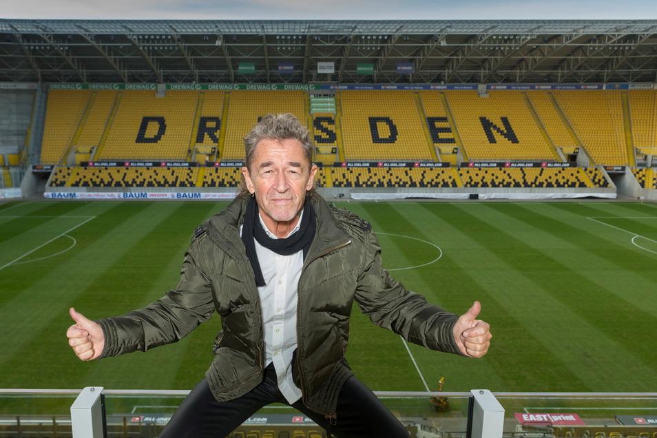 """Im Dezember 2019 besichtigte Peter Maffay das Dresdner Rudolf-Harbig-Stadion, wo er 2020 spielen wollte. Durch Corona fiel das Ganze zunächst aus und wurde nun als Dreier-Konzert in der """"Garde"""" nachgeholt."""