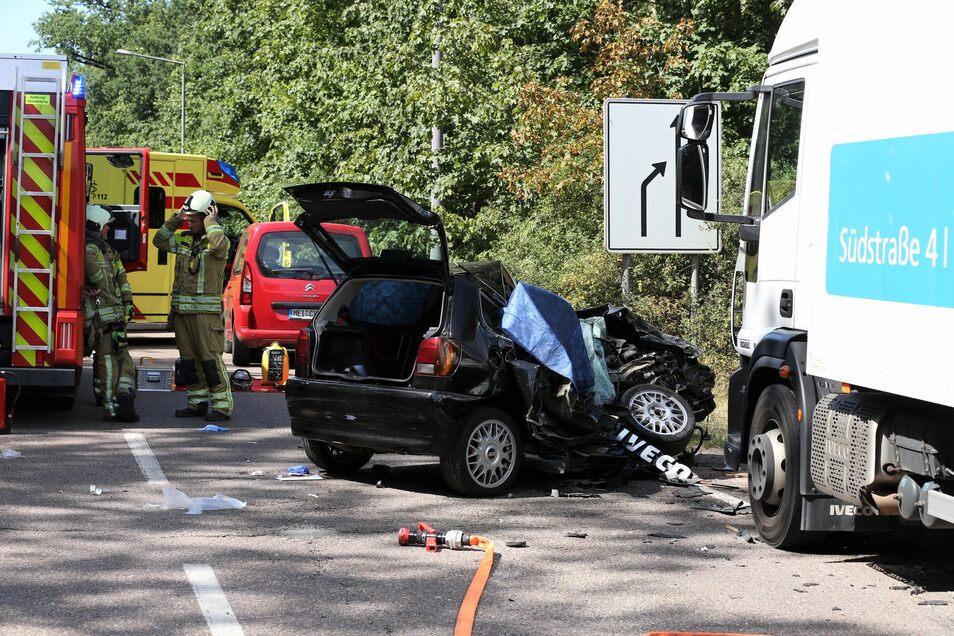 Bei einem schweren Unfall am Wilden Mann kam am Donnerstag eine Frau ums Leben.