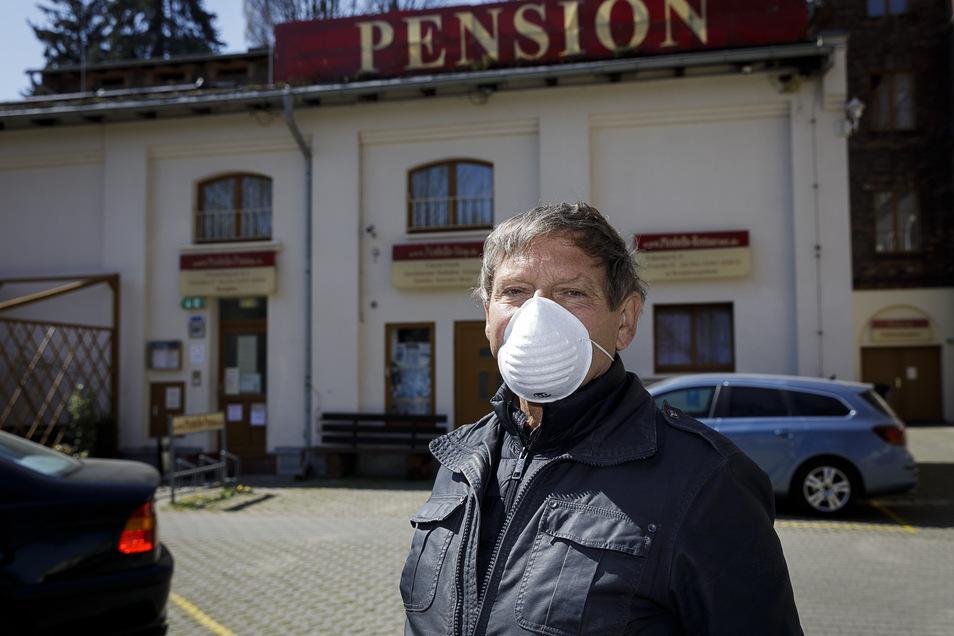 Sebastian Wenger gehört die Pension Picobello. Hier läuft der Betrieb trotz Corona - allerdings nur für befristete Zeit. Und unter besonderen Bedingungen.