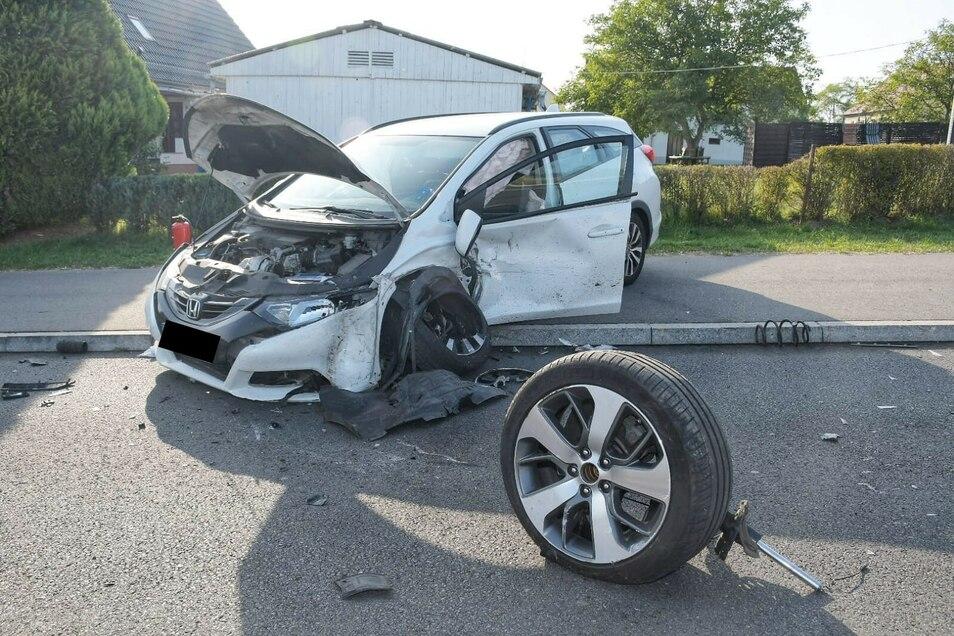 An beiden Autos enstand erheblicher Sachschaden. Sie wurden abgeschleppt.