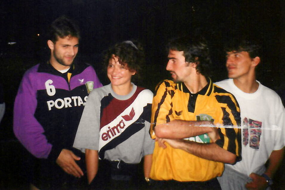 Physiotherapeutin Kerstin Friedl (2.vl) mit den Dynamos Bundesliga-Spielern Gunnar Grundmann (vl), Miroslav Stevic und Nikica Maglica.