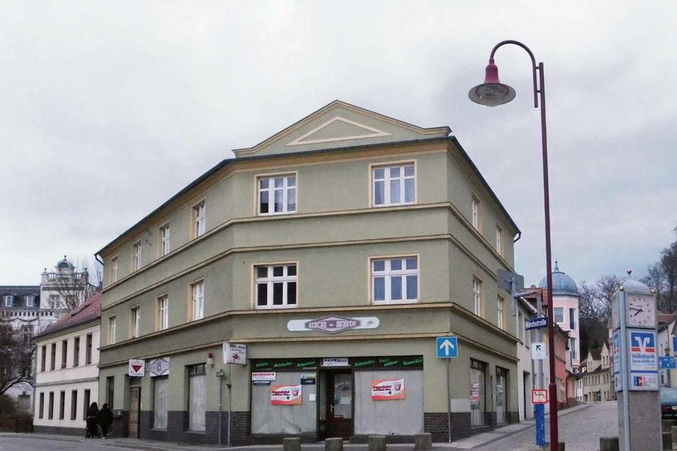 Im Wohn- und Geschäftshaus an der Clara-Zetkin-Straße 2 in Bad Muskau soll es künftig schnelle Snacks für zwischendurch, sprich Imbissangebote, geben.
