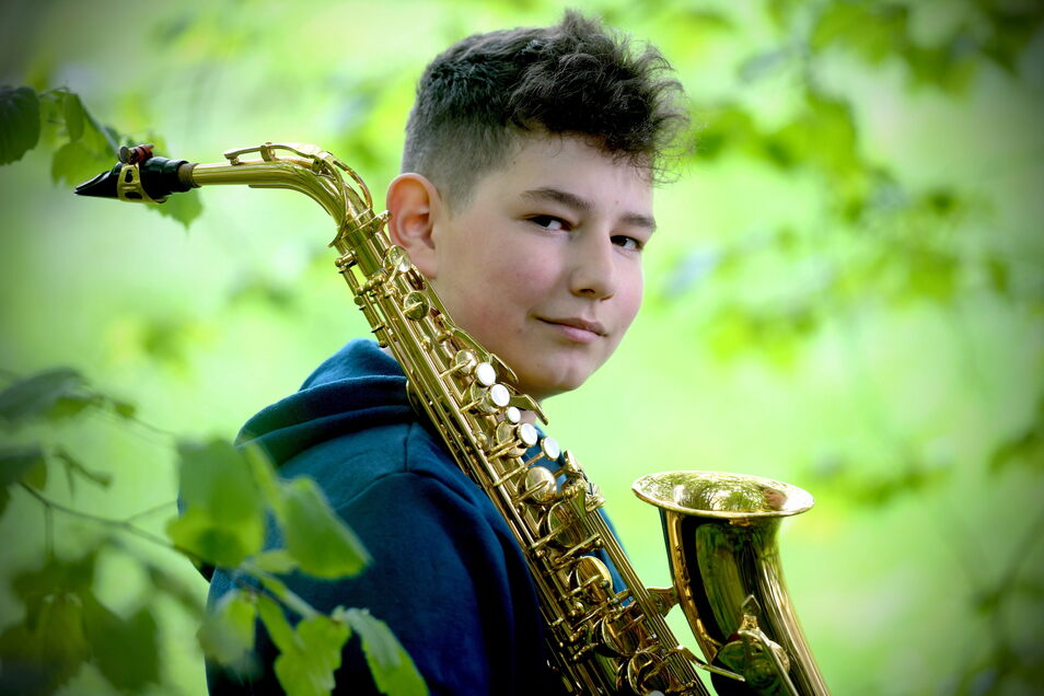 Lennart Stange und sein Altsaxofon haben in den vergangenen Monaten besonders viel Zeit miteinander verbracht - der junge Zittauer tritt beim Bundeswettbewerb an.