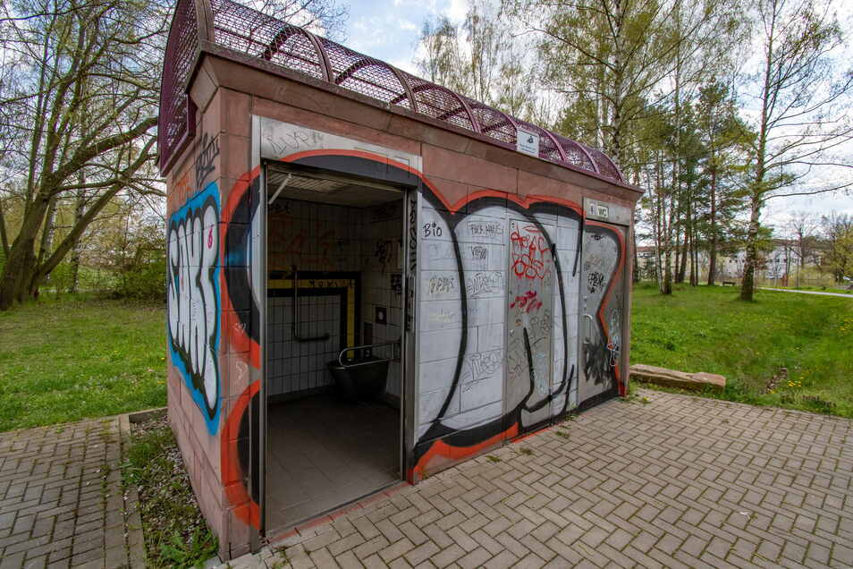Die Toilettenanlage in den Döbelner Klosterwiesen ist immer wieder Vandalismus ausgesetzt. Erst im Mai dieses Jahres wurde eine Tür demoliert.