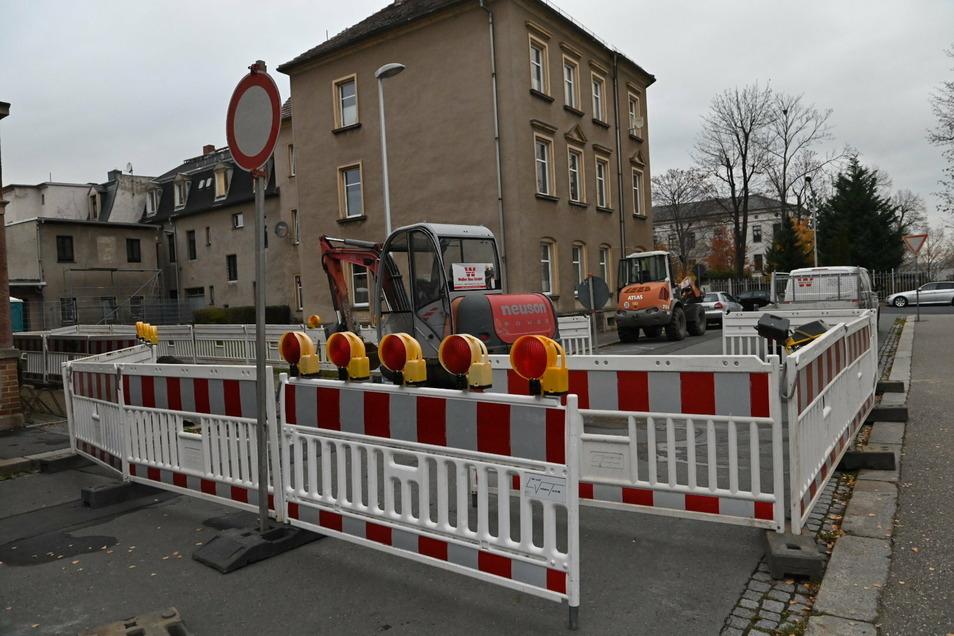 In der Thomas-Mann-Straße werden gerade neue Fernwärmeanschlüsse verlegt.