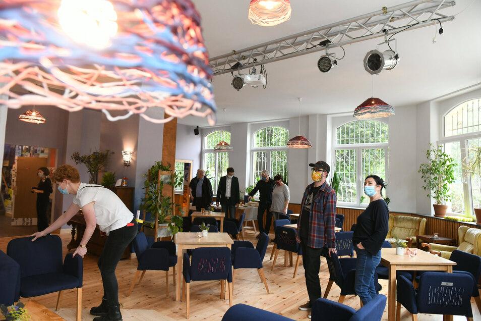 Nach monatelangem Umbau hat das Café Courage in Döbeln wieder geöffnet. Es soll Anlaufpunkt für alle Generationen werden. Deshalb gibt es in diesem Café jetzt auch Kaffee.