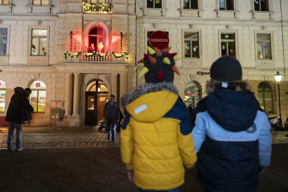 Bis zum 12. Dezember konnte sich täglich der Rathaus-Adventskalender mit einer kulturellen Überraschung öffnen. Danach wurde er ins Internet verlegt.