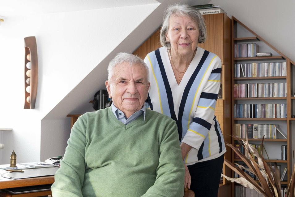 Seit mehr als 65 Jahren verheiratet: Riesas ehemaliger Baubürgermeister Günter Colve und seine Frau Maria.