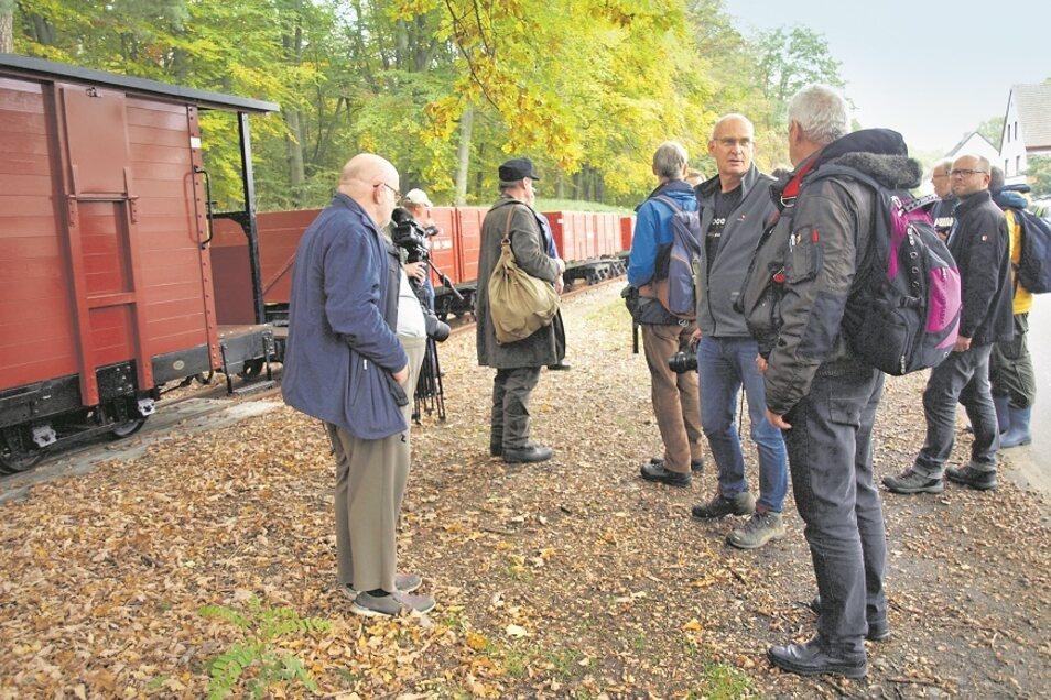 Rund 20 Teilnehmer aus Deutschland, Dänemark, der Schweiz und Holland nahmen kürzlich an der Fotozug-Reise zur WEM teil, die Michael Blechmann (Mitte/blaue Jeans) veranstaltete.