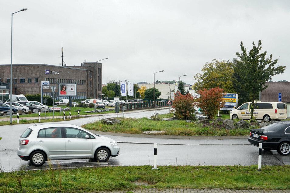 Bautzen, Kreisverkehr Hoyerswerdaer-Straße / Dresdener Straße: Insgesamt kam es hier dreimal zu einem Unfall, zweimal davon mit Leichtverletzten. Bei einem Unfall wurde ein Fahrradfahrer schwer verletzt.