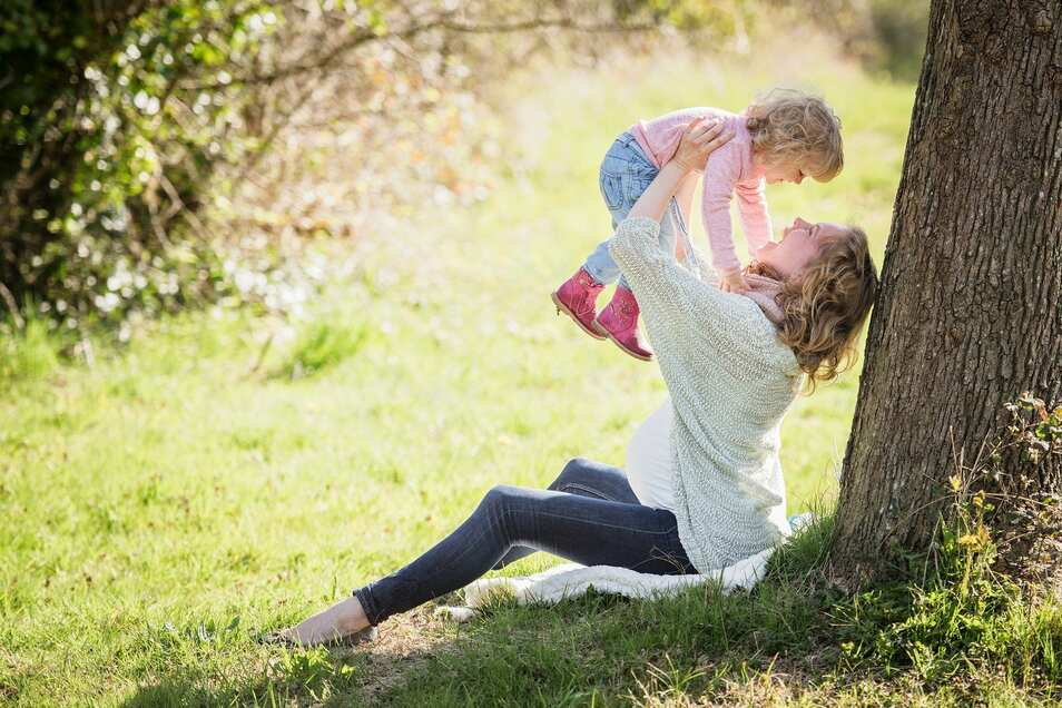 Gestresste Familien sind zu Corona-Zeiten nichts seltenes. Kraft tanken durch unbeschwerte Momente kann helfen.