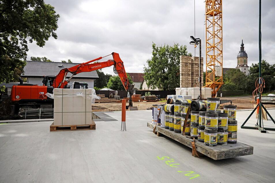 Die Grundplatte des neuen Kindergartens in Prausitz ist schon fertig. In einem Jahr soll das neue Haus einzugsbereit sein.