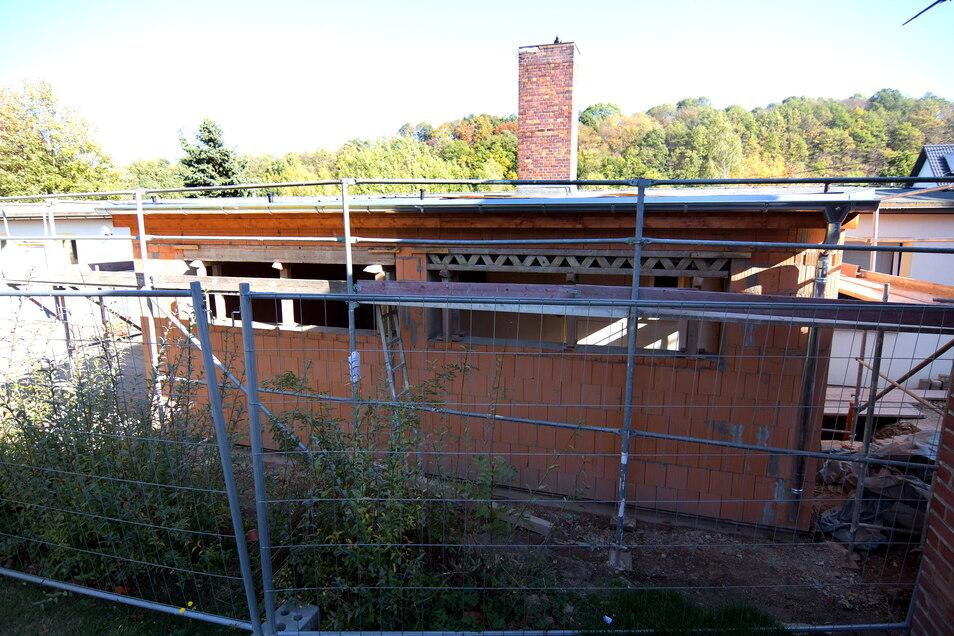 """2018/2019 hat die Kindereinrichtung in Niederstriegis einen Anbau bekommen. Am """"alten"""" Gebäude jedoch muss das Dach erneuert werden."""