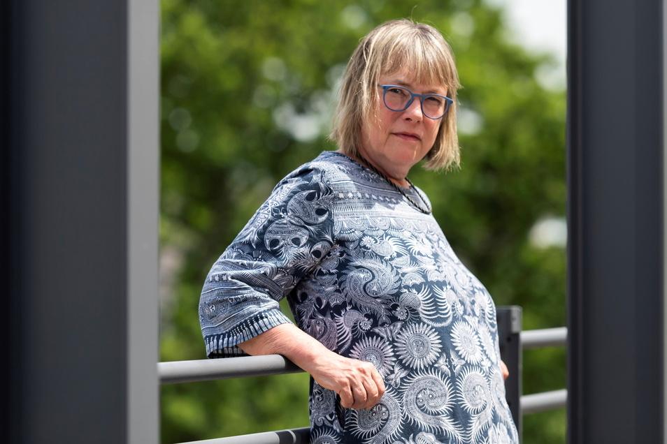 Kathrin Schmidt hält Corona für eine Erkrankungswelle, die zumindest für Deutschland keine Gefahr darstellt.