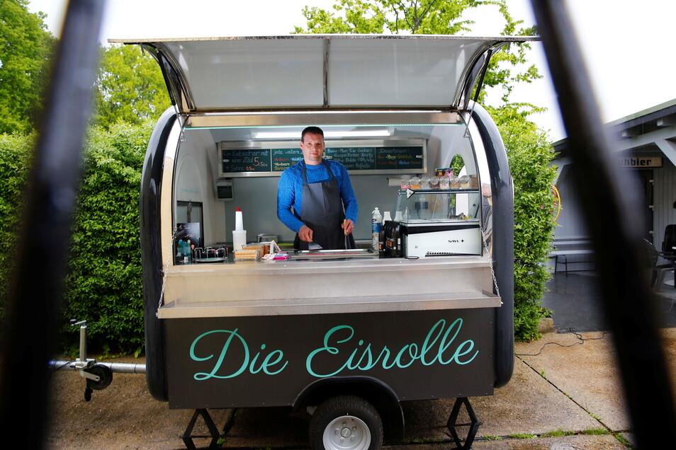 Mit seinem kleinen Eis-Wagen möchte Thomas Berthold die Feste und Märkte in ganz Sachsen bereisen. Erste Nachfragen gibt es schon.