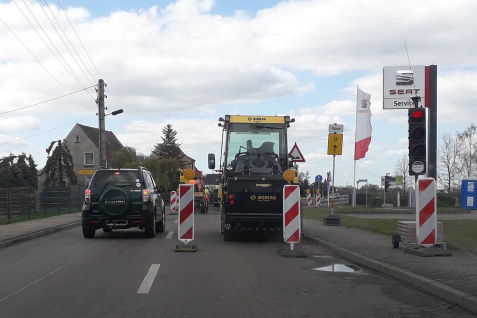 Die Kreuzung am Seat-Autohaus in Frauenhain ist zurzeit eine Baustelle.