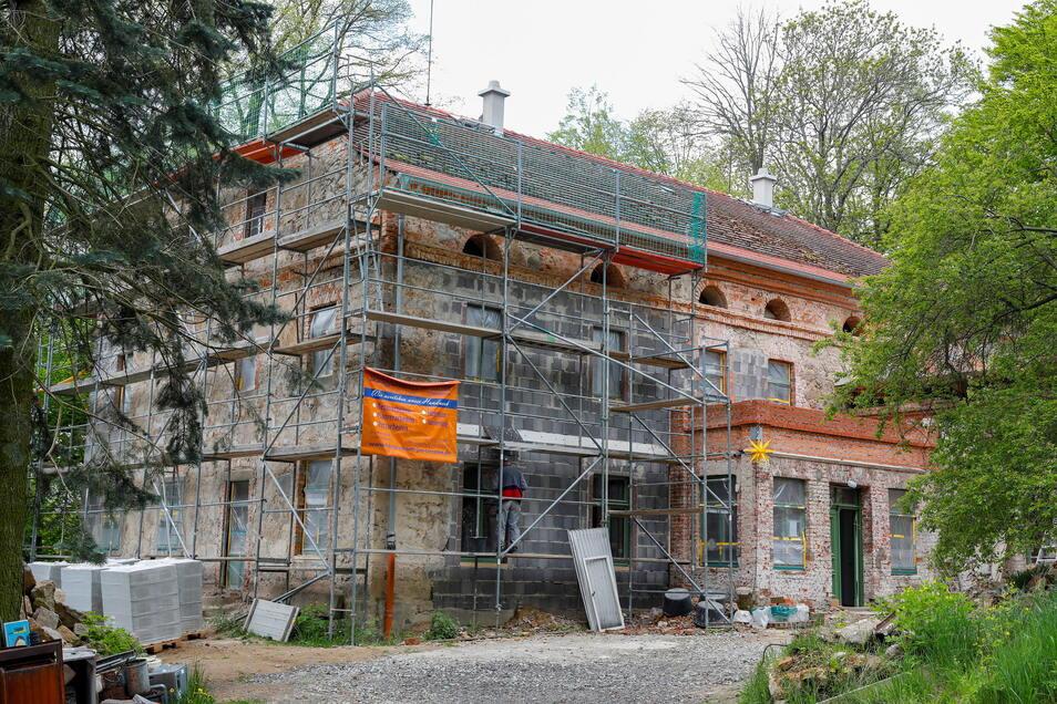550 Quadratmeter Wohnfläche - ohne Dachgeschoss - hat das Gutshaus. Die Sanierung ist mit Fördergeldern aus dem Leader-Programm und Denkmalpflegemitteln möglich.
