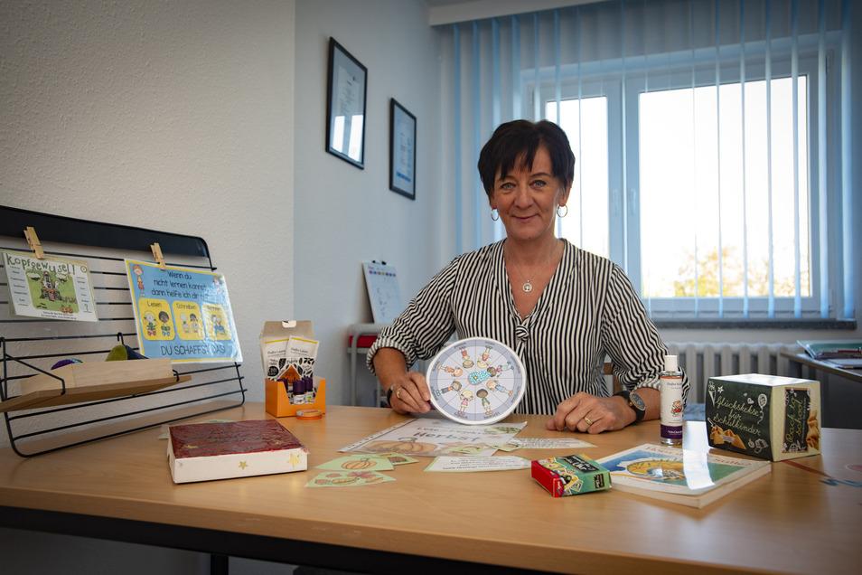 """Simone Richter (55) aus Kamenz hat im September ihre """"Kleine Lerninsel"""" an der Macherstraße eröffnet. Die Lehrerin möchte nicht auf Fehlern herumreiten, sondern nach Stärken der Kinder suchen. Dabei kommen auch Entspannungsdüfte zum Einsatz."""