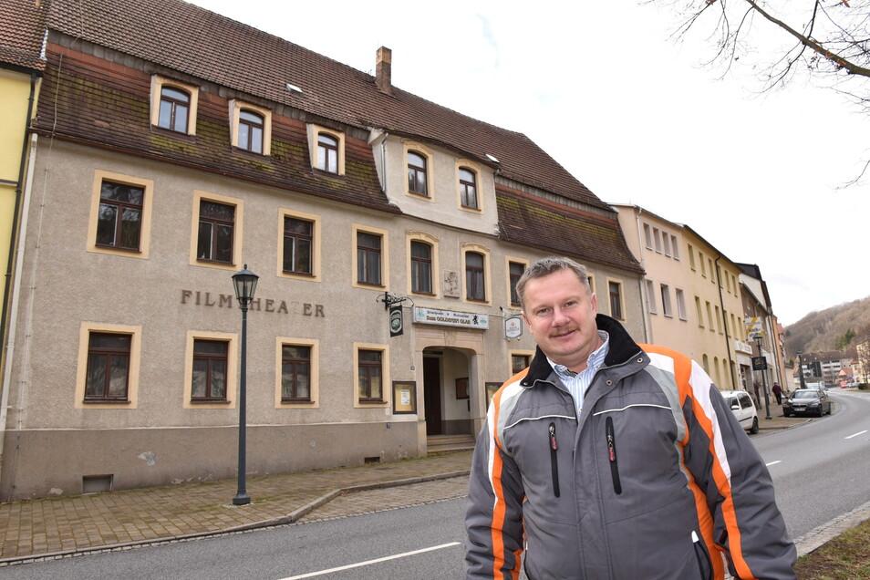Der Glashütter Ortschaftsrat möchte die ehemalige Gaststätte Goldenes Glas gern zum Vereinshaus umbauen lassen. Dafür setzt sich auch Ortschef Maik Lehmann (Zeitlos) ein.