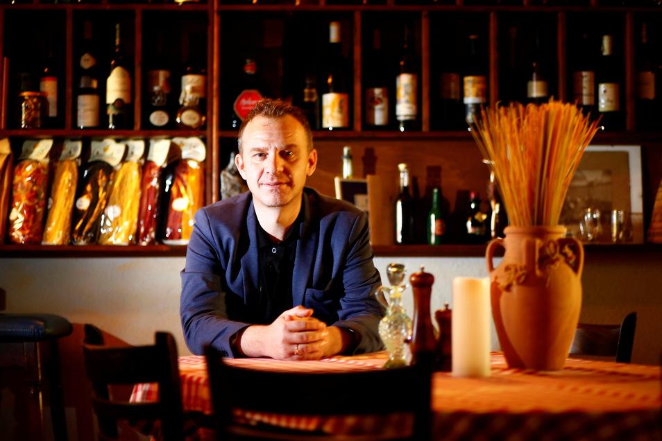 """Mario Osmani (39), Wirt des Ristorante """"La Piazza"""" in Kamenz, wurde von der Wirtschaftsförderung der Stadt Kamenz für den Oberlausitzer Unternehmenspreis nominiert und ist nun einer von zehn Preisträgern der Landkreise Bautzen und Görlitz."""