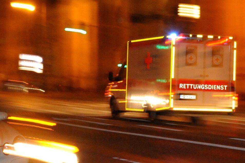Der Rettungsdienst rückte aus und musste sich dann selbst in Sicherheit bringen.