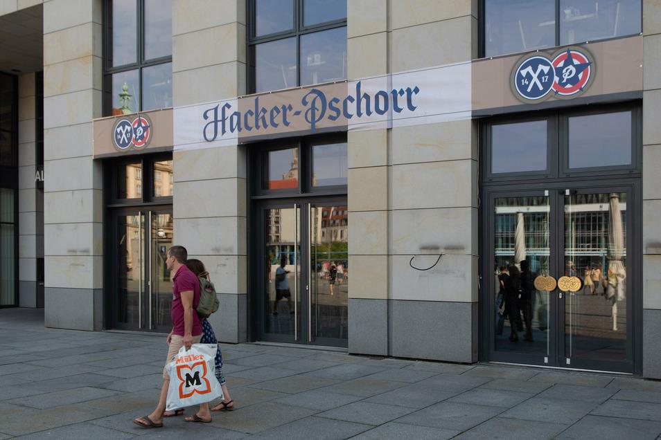 Im Sommer eröffnete Hacker Pschorr am Dresdner Altmarkt.