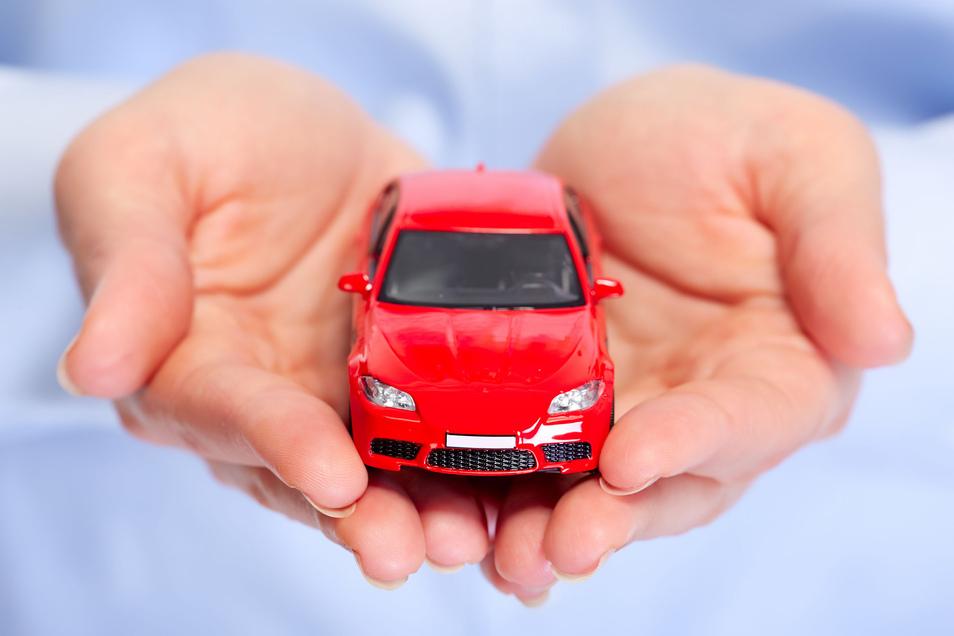 Eine Rentnerin aus Schirgiswalde-Kirschau kann sich über ein neues Auto freuen. Sie hat es gewonnen.