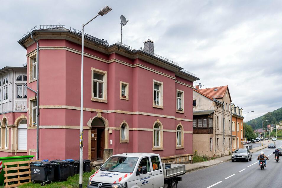 Entlang der Bundesstraße in Königstein wurden zuletzt gleich sechs Immobilien versteigert.