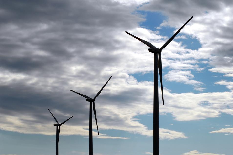 Drei der insgesamt elf Windräder zwischen Zodel und Deschka sollen um 100 weitere Meter in die Höhe wachsen und die dreifache Leistung an Strom erzeugen.
