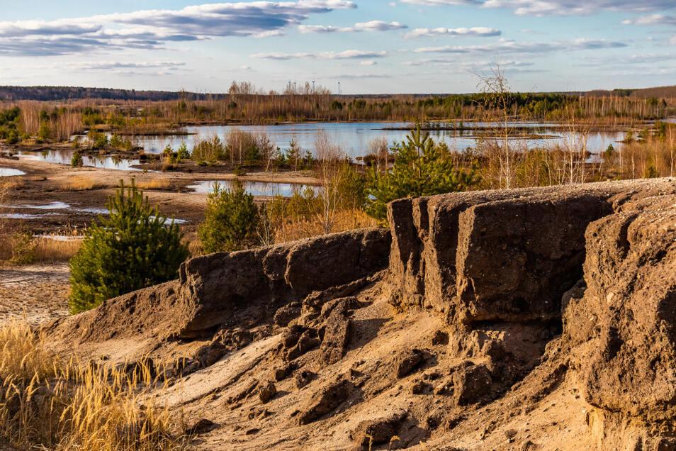 10 Jahre danach: Bodenerosion im Bereich des Rutschungsgebietes am Bergener See. Wie lange das Sperrgebiet bleibt, ist unklar.